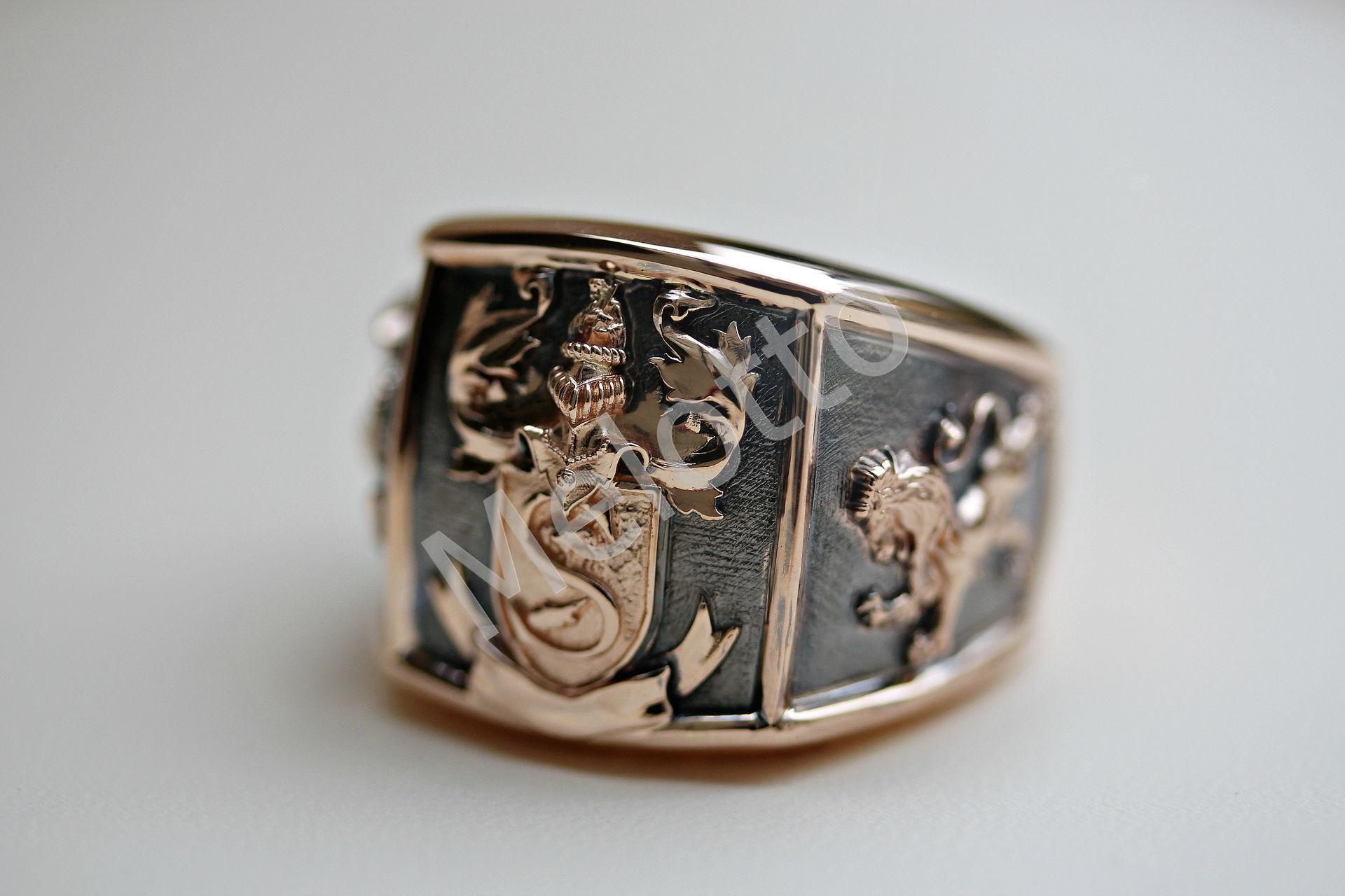 мужская печатка из золота с знаком зодиака